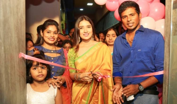 Actress Vani Bhojan Launched Styles salon and Academy at Ullagaram Chennai