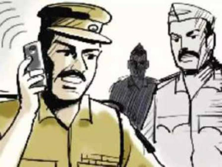 Three bike-borne men looted 37 lakh rupees from cashier