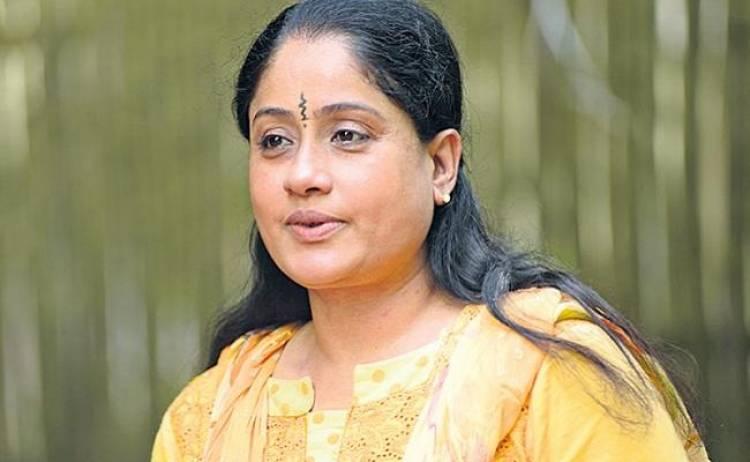 ரஜினிகாந்த், கமல் ஹாசன் அரசியல்: விஜயசாந்தி அறிவுரை
