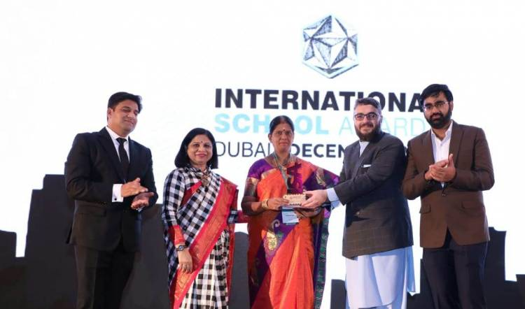 "Velammal Vidyalaya bestowed with ""Best School using Technology Award"""