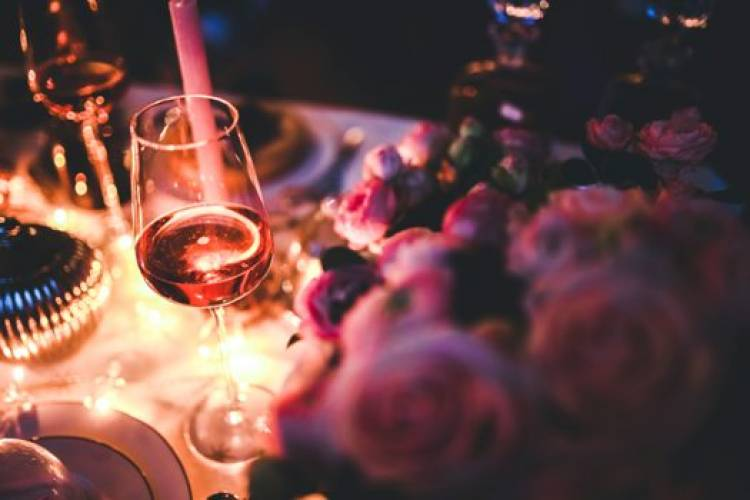 This Valentine's day, celebrate at Holiday Inn and make it a day to remember