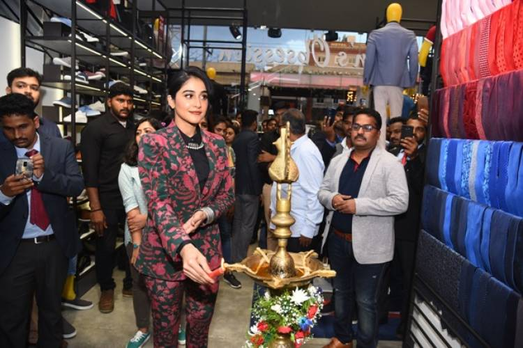 Peter England store launched by Regina Cassandra