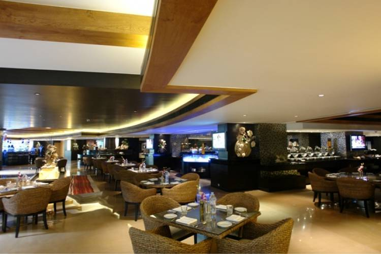 Get a luxury food experience this monsoon at Hotel Sahara Star