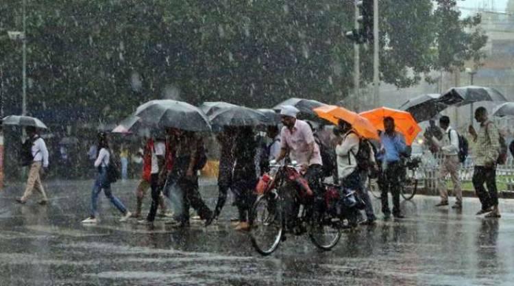 சென்னையில் பல இடங்களில் அதிகாலை முதல் பெய்து வரும் கனமழை