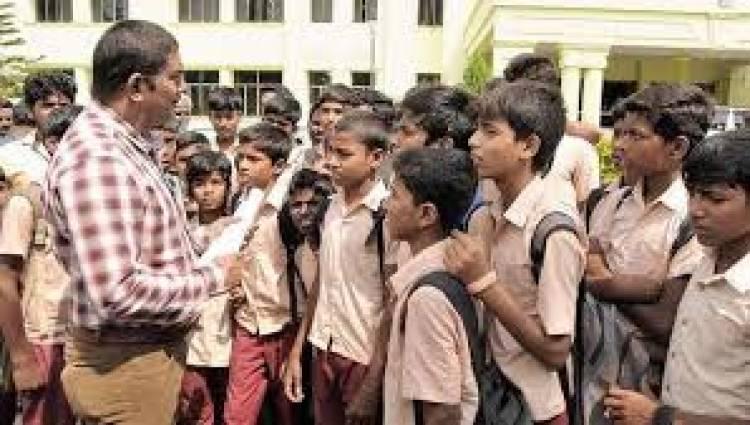 அயோத்தி தீர்ப்பு வெளியாவதன் எதிரொலி : கிருஷ்ணகிரியில் பள்ளிகளுக்கு விடுமுறை