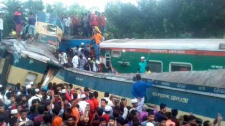 வங்கதேசத்தில் இரு ரயில்கள் நேருக்கு நேர் மோதிய விபத்தில் 16 பேர் பலி; 60 பேர் காயம்