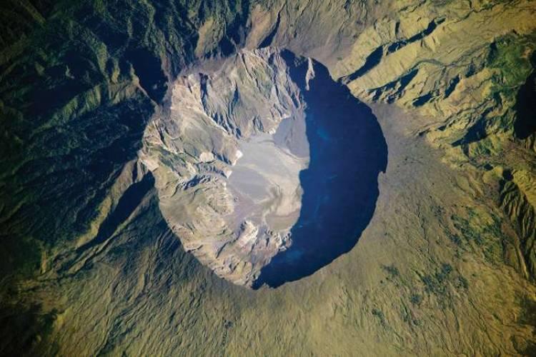 உலகை நடுங்க வைத்த இந்தோனேசியாவின் தம்போரா எரிமலை