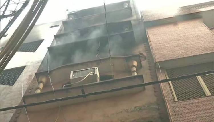 டெல்லியில் நேற்று தீ விபத்து ஏற்பட்ட அனோஜ் மண்டி பகுதியில் மீண்டும் தீ விபத்து ஏற்பட்டது
