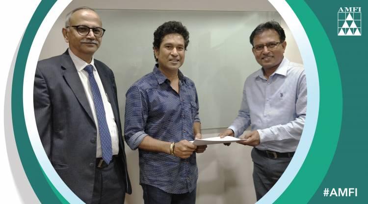 AMFI signs Sachin Tendulkar,M S Dhoni for 'Mutual Funds Sahi Hai' campaign