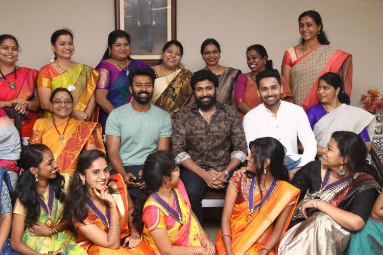 Vaanam kottatum team with ETHIRAJ COLLEGE students