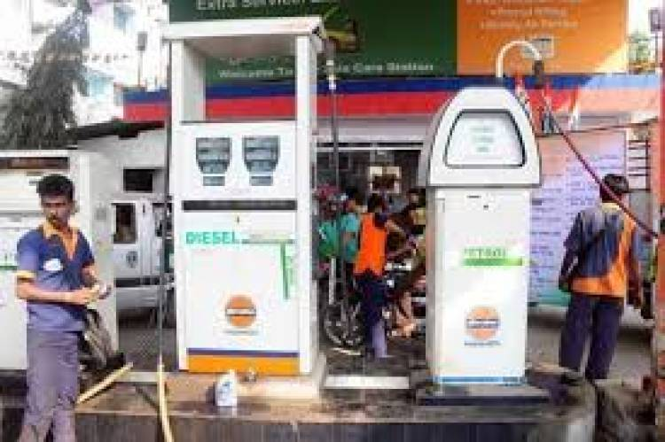 Diesel price dips below Rs 73, petrol rate cut for 2nd time in six months