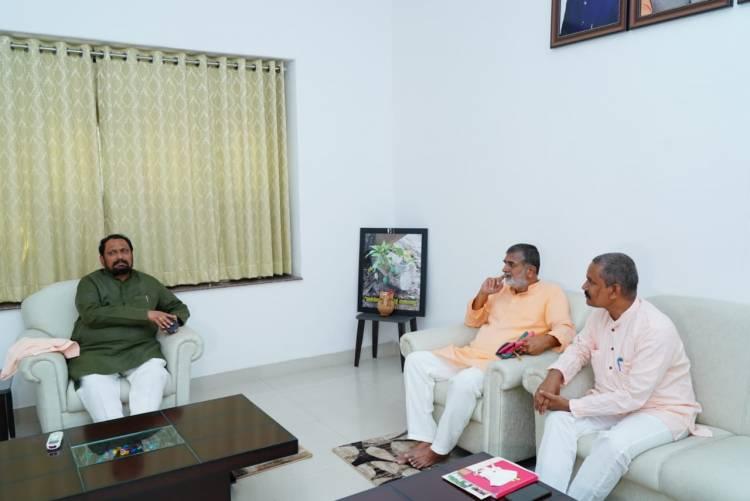 .@KumbhY had a warm reception by Honourable Deputy CM of #Karnataka Sri Lakshman Sawadi.