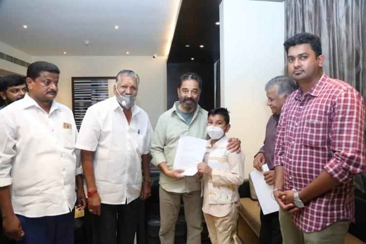 Mr. Jameel Ahmed (President of the airport & railway passenger welfare association) met Makkal Needhi Maiam party President Mr. Kamal Haasan today (1.4.2021)