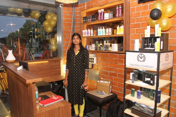 """""""MCKINGSTOWN"""" Men's Grooming First Branch launched by Actor ROBO SHANKAR at East Tambaram"""